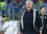 مورينيو يطرد عددا من لاعبي روما قبل مواجهة نابولي