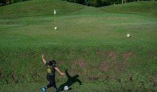 فوتغولف: مزيج كرة القدم والغولف يكتسب شعبية