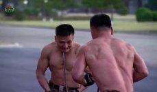 """جيش كوريا الشمالية يستعرض """"قوته وشجاعته"""""""