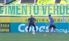 ميسي يستعرض مهاراته رغم ايقاف مباراة البرازيل والارجنتين