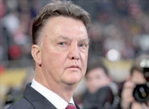 """فان غال ينتقد المزاعم بأن هولندا تقلد كرة قدم تشيلسي """"الدفاعية"""""""