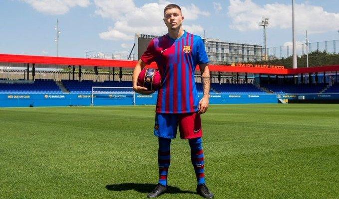 برشلونة يعلن التعاقد مع أنتونيو أراندا