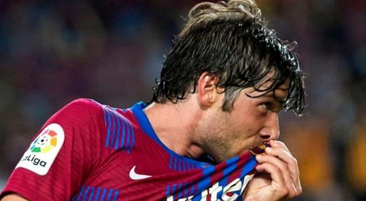مستقبل سيرجي روبرتو مع برشلونة ما زال مجهولا