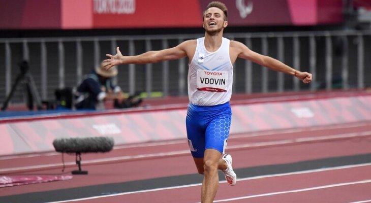 الروسي فدوفين يحرز الميدالية الذهبية في سباق الـ 400 متر