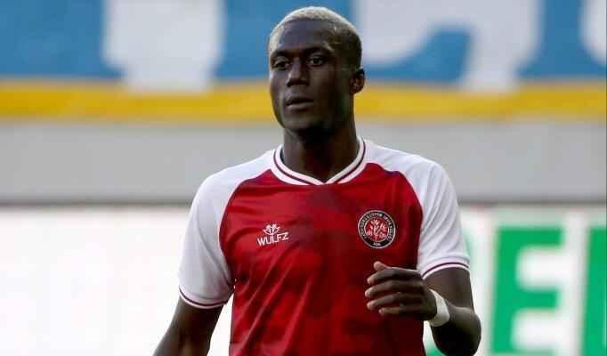 الاهلي السعودي يتعاقد مع لاعب سنغالي