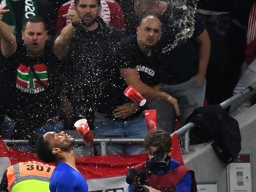فيفا يعاقب المجر بسبب العنصرية أمام إنكلترا