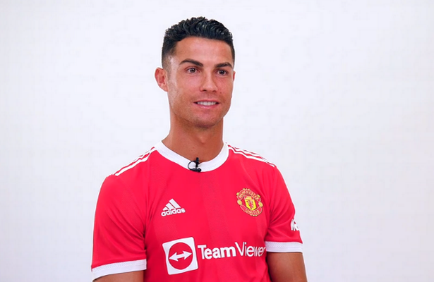 رونالدو يتفوق على ميسي ورياضيّين كبار بإنتقاله إلى مانشستر يونايتد